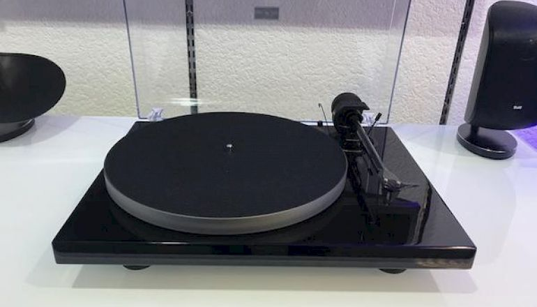 Image of Ex-demo  Pro-ject Xpression Carbon UKX  for sale