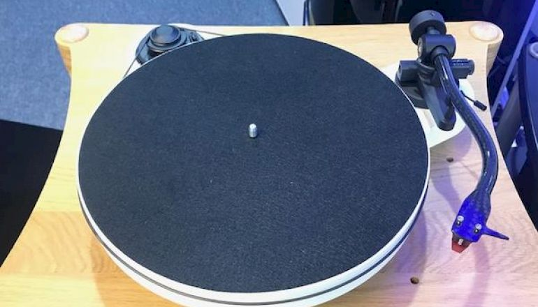 Image of Ex-demo  Pro-ject RPM1 Carbon  for sale