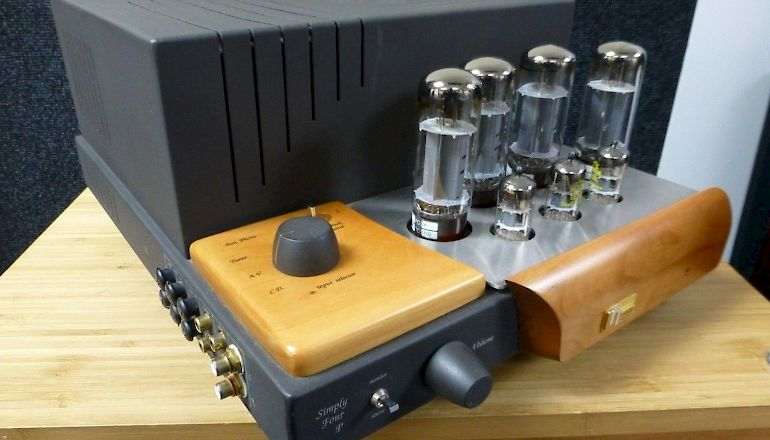 Image of Used  Unison Research Simply Four Valve Amp with BorderPatrol Power Supply  for sale