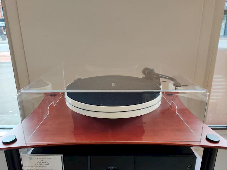Thumbnail Image of Pro-ject RPM CARBON 1 - EX-DEMO (EXCELLENT CONDITION) For sale at iDreamAV