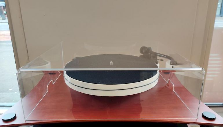 Image of Ex-demo  Pro-ject RPM CARBON 1 - EX-DEMO (EXCELLENT CONDITION)  for sale